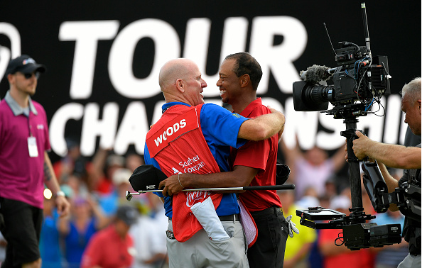 Joe LaCava congratulates Tiger Woods