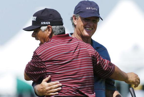 Lee Trevino hugs Mike Hill